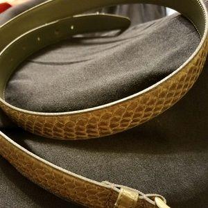 Like new snake skin patterned belt.
